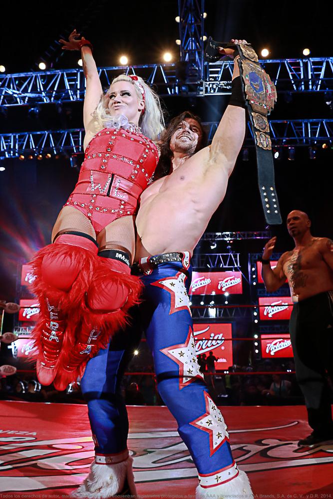 Taya y Johnny Mundo en Triplemanía XXIV