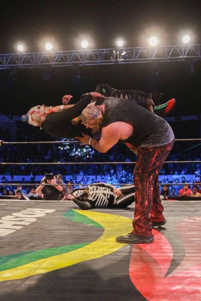 AAA: Blue Demon Jr. traiciona a Psycho Clown en Uriangato 5